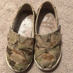Good condition Dino print toms size 9 toddler